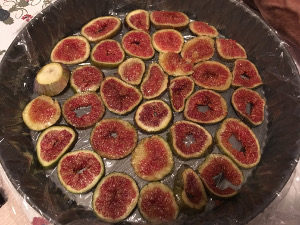 taste_with_gusto_recipe_ricotta_figs_mousse_tart_pan_cover_with_figs