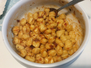 ricotta_gnocchi_with_red_sundried_tomato_pesto_mix_season_sauce_bowl
