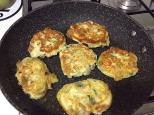 fritters with herbs, vegetables, and sundried tomatoes_cooked_fritters