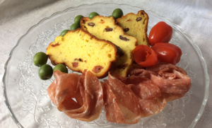 ricotta_quick_bread_with_sundried_tomatoes_and_olives_plated1_300