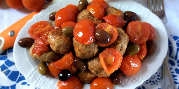 bl_feat_2_meatballs_cherrytomatoes_olives_plate8_contrast
