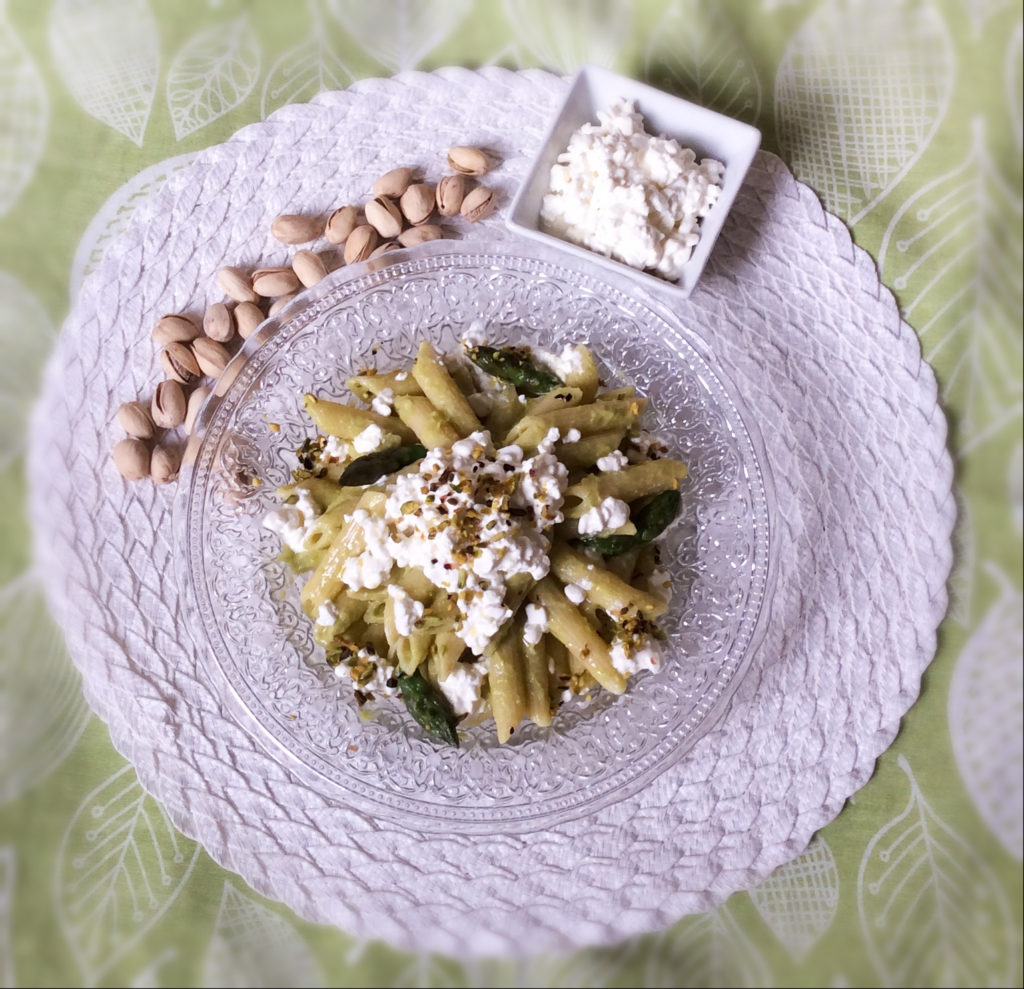 be_funky_Pasta_salad_with_asparagus_pesto_cottage_cheese_and_pistachios