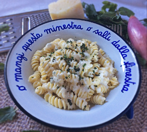 pasta_cheese_pepper_chillies_mint_recipe_tastewithgusto_300