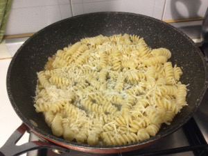 pasta_cheese_pepper_chillies_mint_recipe_tastewithgusto_pan