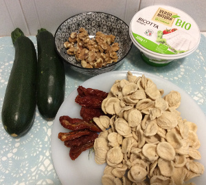 Pasta_sundried_tomatoes_ricotta_courgettes_recipe_ingredients