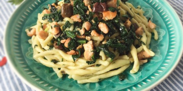 bf_8_Pasta_salmon_olives_spinach_recipe_taste_with_gusto