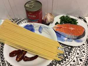 linguine_with_salmon_and_sundried_tomatoes_recipe_ingredients