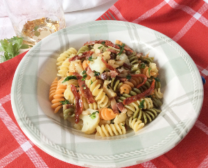 300_bf_2_Coloured_pasta_cauliflower_sundried_tomatoes_bacon