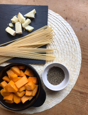Cacio_e_pepe_pasta_with_pumpkin_taste_with_gusto_ingredients