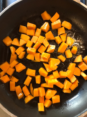 Cacio_e_pepe_pasta_with_pumpkin_taste_with_gusto_ingredients_pan
