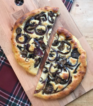 300_bf_4_Soft_focaccia_with_onions_easy_recipe_without_kneading_taste_with_gusto_recipe_final_4.3