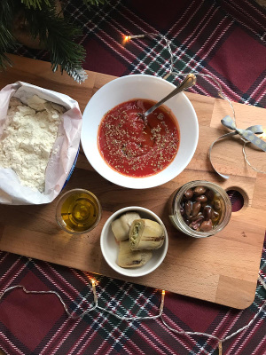 Holiday_pizza_bites_recipe_taste_with_gusto_ingredients